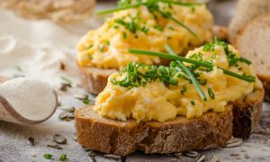 eggs on toast la 30